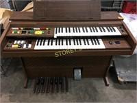 Yamaha Auto Arpeggio Electric Organ - 1 key broken