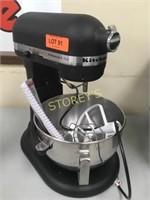 Kitchen Aid 5qrt Mixer w/ Manual