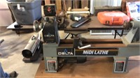 Delta Midi Lathe- Model 46-250 w/Tools