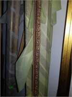 Large lot of wooden framing pieces