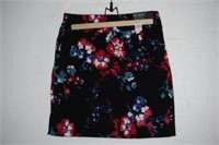S.C. & CO. TUMMY CONTROL SIZE 4 SKIRT