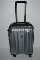 SWISS GEAR SMALL SPINNER SUITCASE