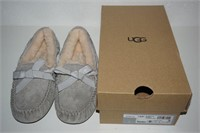 UGG WOMENS SLIPPERS SIZE US 6