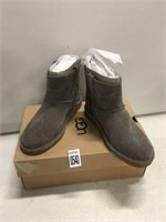 UGG WOMENS BOOTS SIZE 6