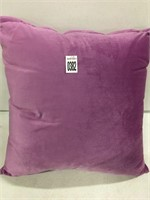 THROW PILLOW 18""