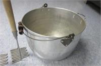 Mashers and large pot