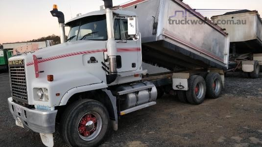 2002 Mack Trident Wheellink - Trucks for Sale