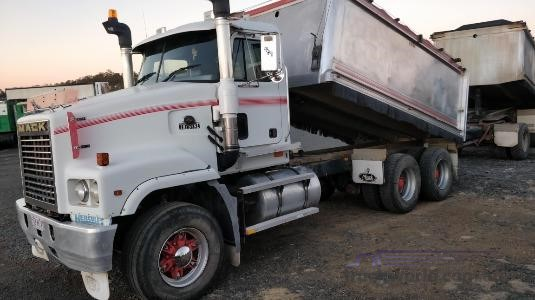 2002 Mack Trident Trucks for Sale