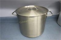 Nice heavy stock pot