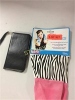 2 pc - Fashion Rubber Gloves & Phone Case