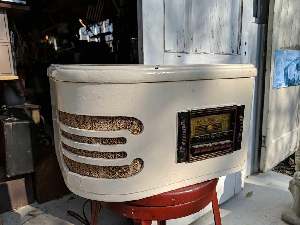 Vintage 1940's G E  Radio/Record Player | Harmeyer Auction