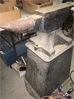 Large Anvil on Stand . Perfect for a  Black Smith