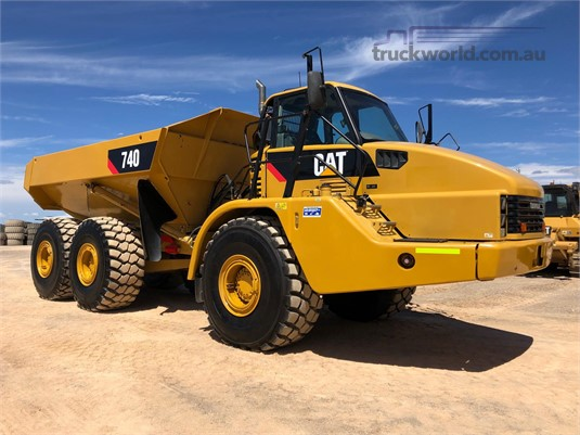 2010 Caterpillar 740 Heavy Machinery for Sale