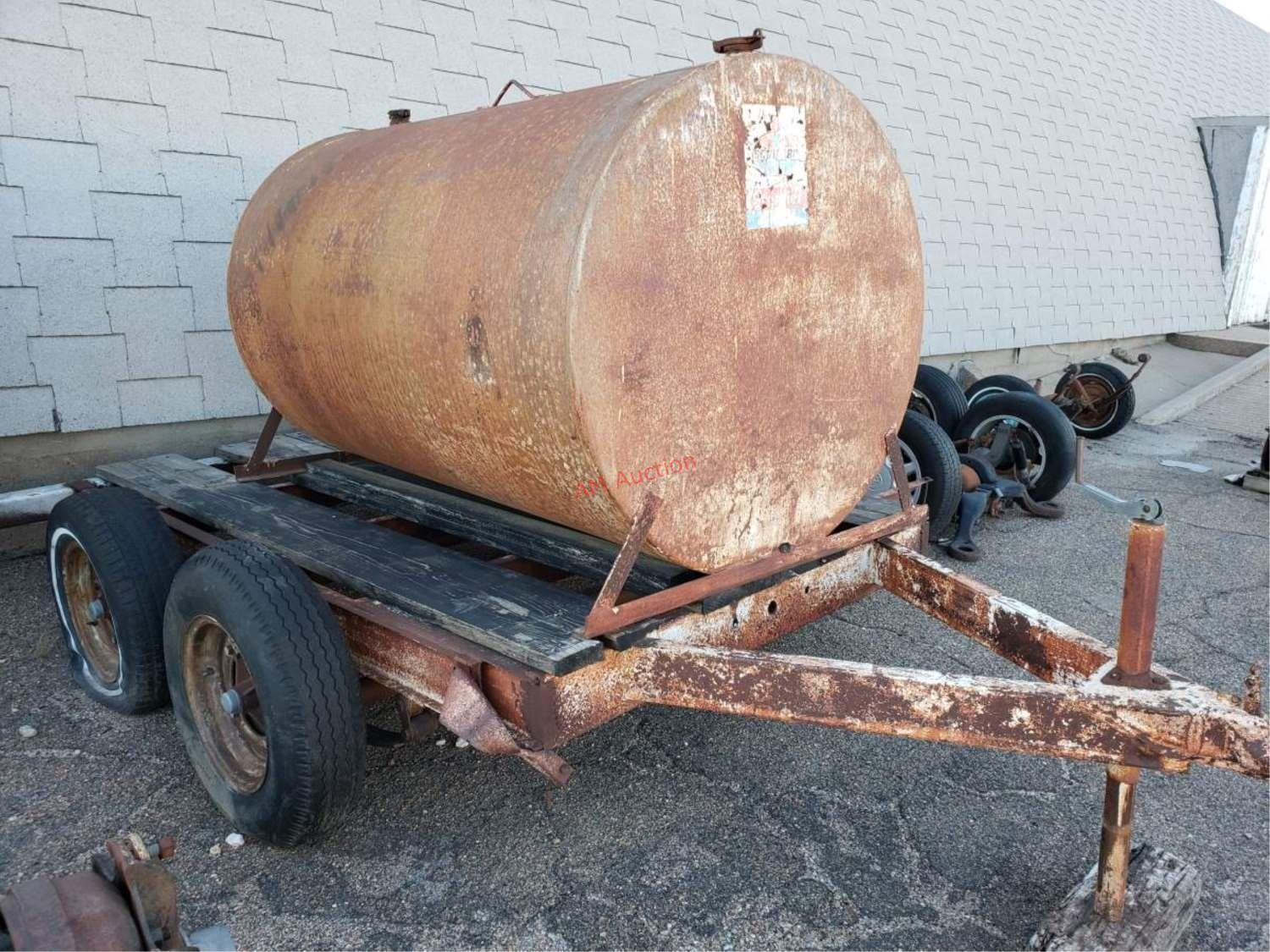 Lot # : 41 - Fuel tank on homemade trailer, one tire flat,