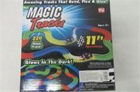 Magic Tracks 220-Piece Glow-in-the-dark Racetrack