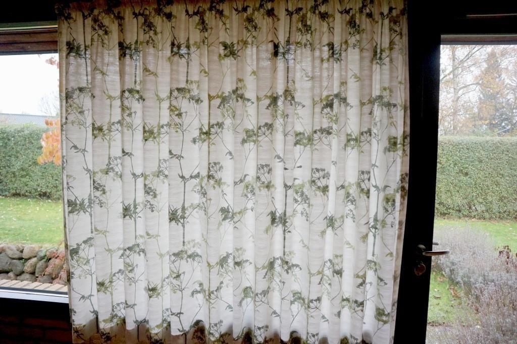 2001233e Gardiner med grønt mønster | Campen Auktioner A/S