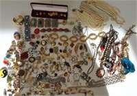 Lot of vintage fashion jewelry