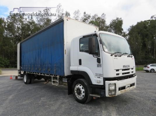 2011 Isuzu FTR 900 Long Premium AMT - Trucks for Sale