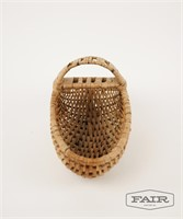 Woven basket with single center handle