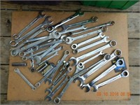 LOT ASSORTED WRENCHES / TOOLS