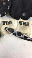 Workout gloves, kneepads, clock and side bag
