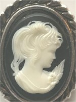 Beautiful Ladies Clip On Cameo Brooch