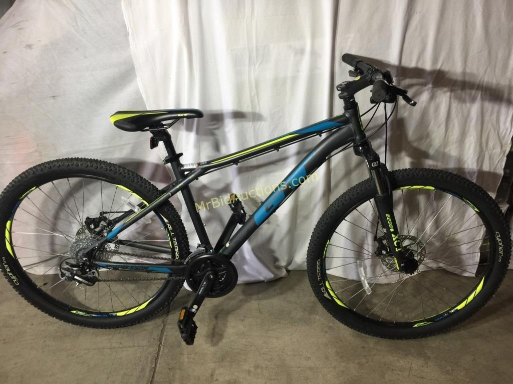 7f2391062 Lot     12 - GT Aggressor Pro Men s Mountain Bike. 1   4