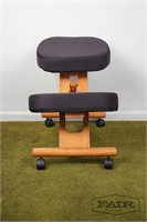 Kneeling support office chair on wheels