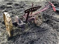 Antique IH sickle bar mower, iron wheels | Kraft Auction Service
