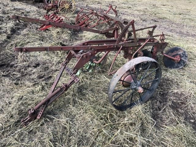 IH single bottom pull type plow   Kraft Auction Service