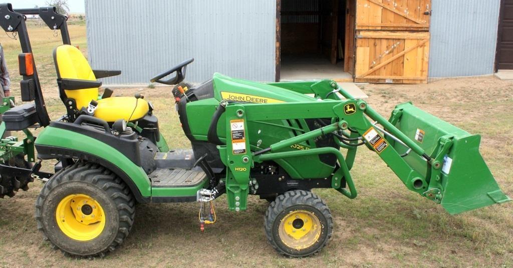 2013 John Deere 1025R Tractor   Linnebur Auctions, Inc