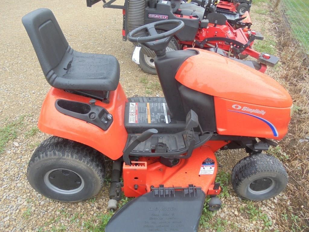 Simplicity Regent 15 Hydro Lawn Tractor 38