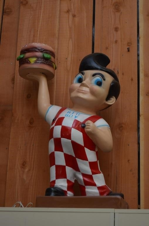 Bob's Big Boy Statue | Boyds Auctions and Estate Sale Co.