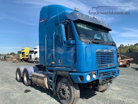 2000 Freightliner Argosy - Wrecking for Sale