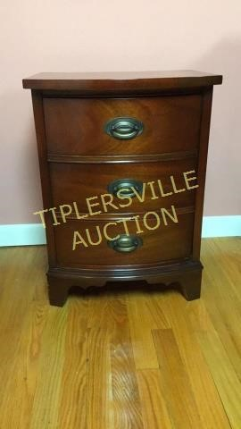 Dixie Furniture Mahogany Nightstand 25 H Tiplersville Auction