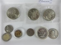 TRAY: ASSORTED COINS AND TOKENS