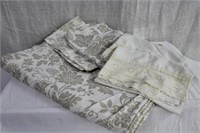 "Duvet cover 128 X 86"" with 4 pillow cases"