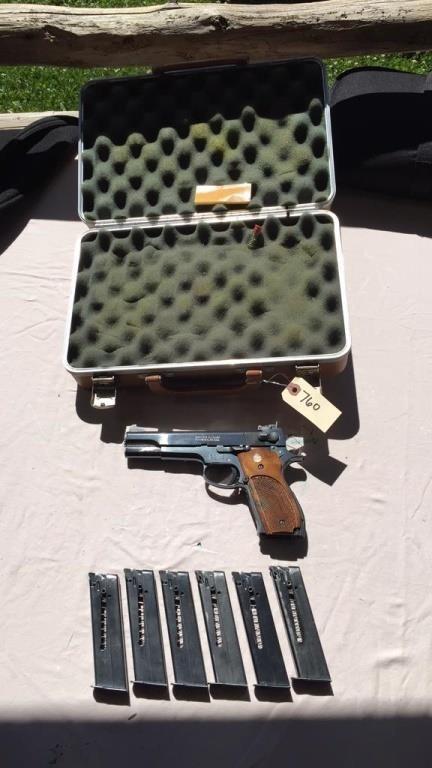 Smith & Wesson 52-2,  38 Special Mid Range Pistol   Bid-N