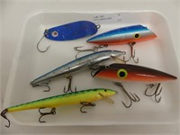 TRAY: 5 FISHING LURES