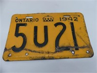 BOX: PAIR 1942 ONTARIO & OTHER LICENSE PLATES