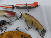 TRAY: 6 WOODEN FISHING LURES