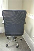 Mesh Back Adjustable Armed Task Chair