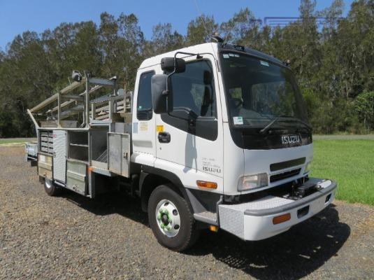 2005 Isuzu FRR550 - Trucks for Sale