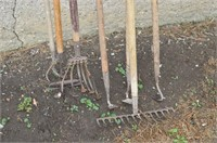 Grp, of Garden Tools - Hoes and Cultivators