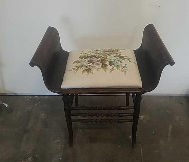 Groovy Antique Wooden Sleigh Chair Vanity Bench Lucky C Auctions Llc Unemploymentrelief Wooden Chair Designs For Living Room Unemploymentrelieforg