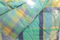 Queen size comforter, 4 pillow shams, 1 bedskirt,