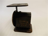 VINTAGE COLUMBIA  FAMILY 2 LB. SCALE
