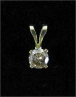 14KT YELLOW GOLD DIAMOND SOLITAIRE PENDANT,