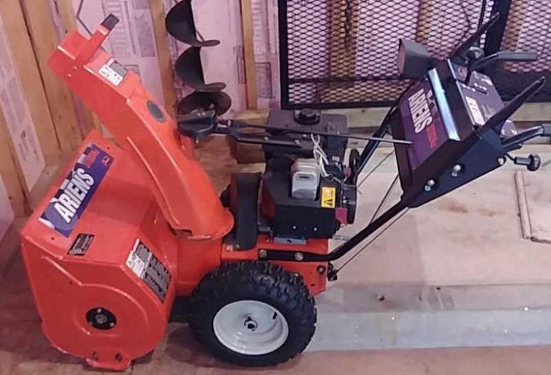 Ariens ST824LE snow blower   W  Yoder Auction LLC