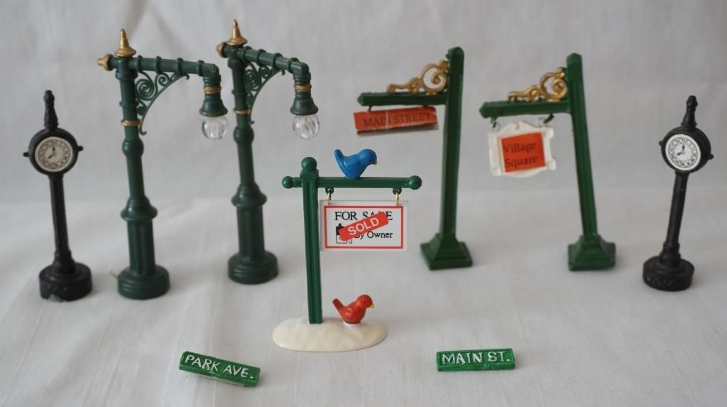 Christmas Village Accessories.Lot Of Christmas Village Accessories Henykat Auction